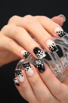 black and white nail. Cute and easy to do!
