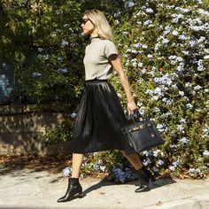 #hermes #hermesbag #birkin #doglife #instafashion #instagood #luxury #designer #starbags_eu #authentic #authenticity Luxury Designer, Birkin, Dog Life, Authenticity, Hermes, Midi Skirt, Street Style, Skirts, Fashion