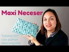 Neceser con roller para brochas. ( Patrón incluído ) - YouTube Boss Me, Patchwork Bags, Pouch, Singer, Quilts, Purses, Sewing, Crochet, Youtube