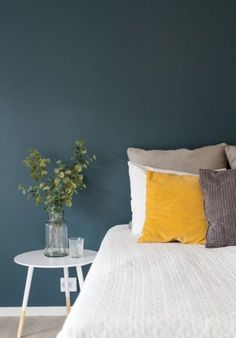 컬러감 있는 집꾸미기 인테리어자료 흑백의 컬러나 그레이색상에 식상하신 분들은 계절이 바뀌어가는 이즈... Home Bedroom, Bedroom Decor, Bedroom Wall Colors, Blue Rooms, House Colors, Home Accessories, House Design, Interior Design, Decoration