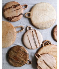 These would be really cool for Christmas ornaments! Deck Design, Wood Design, Wood Projects, Projects To Try, Dancing In The Kitchen, Wooden Walking Sticks, Cnc Wood, Wood Crafts, Diy Crafts