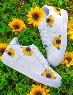 Cute Nike Shoes, Cute Sneakers, Nike Custom Shoes, Jordan Shoes Girls, Girls Shoes, Hype Shoes, On Shoes, Vans Shoes Fashion, Nike Shoes Air Force