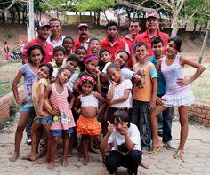 Grupo de baile de niños en el alojamiento temporal