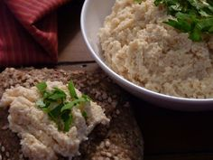 The ultimate party dish, our raw hummus is made of garbanzo beans, just like the traditional hummus, except the beans are sprouted, and uncooked. Perfect with raw crackers and vegetables crudités. Raw Dessert Recipes, Raw Food Recipes, Healthy Recipes, Desserts, Raw Food Detox, Sprout Recipes, Raw Vegetables, Dehydrated Food, Eating Raw