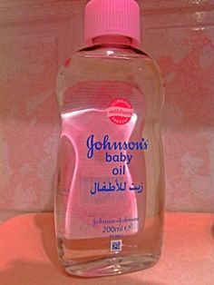 Uses and benefits of baby oil 10 Uses of Baby Oil Hair serum: If your hair is constantly dull and dry use baby oil as hair serum to nourish and … Baby Oil Hair, Hair Oil, Baby Oil Uses, Johnson Baby Oil, Diy Beauty Treatments, Hair Removal Remedies, Unwanted Hair, Acne Skin, Oils For Skin