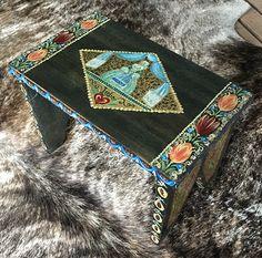 Oilpaint on wood stool #oilpaint #wood #wooden #wooden stool #stool #handpainted #ethnic #chatbirdy