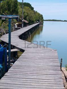 Puente de madera a Bang Khun Thian mar vista, Bang Khun Thian, Bangkok, Tailandia