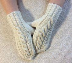 Knitting Projects, Knitting Patterns, Crochet Clothes, Leg Warmers, Knitwear, Diy And Crafts, Knit Crochet, Socks, Handmade