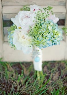 Bridal bouquet with the color of the bridesmaids dresses in there if possible. (Light blue/teal)