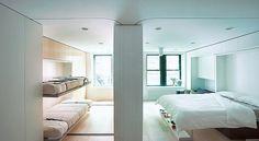 Apartamento tem apenas 37 metros quadrados, mas tem oito cômodos: dois quartos, um escritório, uma cozinha, uma sala de estar, uma sala de jantar e um banheiro, graças a uma parede deslizante