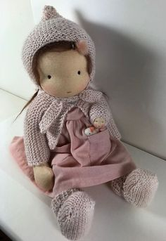 - A look at a paper quilling project and you could definitely . Knitted Doll Patterns, Knitted Dolls, Doll Toys, Baby Dolls, Waldorf Toys, Doll Tutorial, Soft Dolls, Diy Doll, Cute Dolls