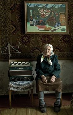 I wonder how old this babushka is? I bet she can play a mean accordian!