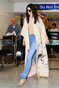 Kendall Jenner arriving at LAX, October Kendall Jenner Modeling, Kendall Jenner Outfits, Kimono Outfit, Kimono Fashion, Stylish Outfits, Fashion Outfits, Womens Fashion, Runway Fashion, Mode Kimono