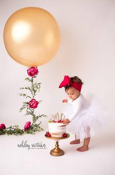 1st Birthday Photoshoot, 1st Birthday Party For Girls, Baby Birthday, Birthday Ideas, Baby Cake Smash, 1st Birthday Cake Smash, Birthday Girl Pictures, First Birthday Photos, Ideas Decoracion Cumpleaños