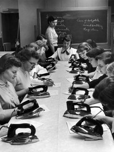 Economia Domestica - #Girls in Home Economics class, 1950s.Photo by NINA LEEN | GOOD MORNING MIDNIGHT |  #50s #women #woman #donne #vintage