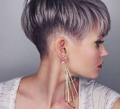 Pixie haircut is really appealing and perfect idea for ladies who want to change their looks completely. So today I will show you the latest pixie haircut. Shaved Side Hairstyles, Pixie Hairstyles, Pixie Haircut, Brown Hairstyles, Cut My Hair, New Hair, Short Hair Cuts For Women, Short Hair Styles, Cheveux Courts Funky