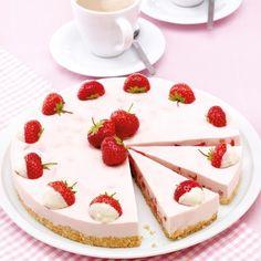 Aardbei-limoenkwarktaart Recept | Weight Watchers België Dessert Weight Watchers, Baked Goods, Panna Cotta, Deserts, Sweets, Cakes, Baking, Ethnic Recipes, Food