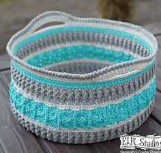 [Free Pattern] This Gorgeous Crochet Basket Will Make Your Home Extremely Awesome. It could be modified for an awesome tote. Crochet Home, Knit Or Crochet, Crochet Gifts, Learn To Crochet, Crochet Stitches, Knitting Patterns, Crochet Patterns, Crochet Ideas, Crochet Storage