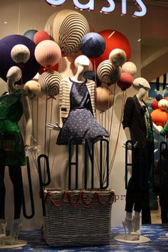 boutique in 2019 store window displays, showcase de Window Display Design, Store Window Displays, Display Windows, Retail Displays, Retail Windows, Store Windows, Bar Design, Store Design, Vitrine Design