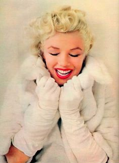 this is how you wear white gloves and fur