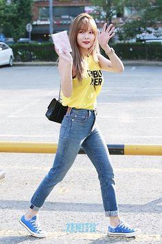 Korean Fashion Trends you can Steal – Designer Fashion Tips Korean Fashion Kpop, Korean Fashion Trends, Asian Fashion, Fashion Line, Girl Fashion, Fashion Outfits, Kpop Outfits, Korean Outfits, Seungyeon Kara