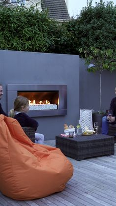 The Outdoor Gas Fireplace from Escea is the ultimate outdoor gas fire, whether you're planning on entertaining all night or just want to unwind after a long day at work. Modern Outdoor Fireplace, Outdoor Fireplace Designs, Outdoor Walls, Outdoor Rooms, Outdoor Living, Outdoor Office, Outdoor Fireplaces, Small Backyard Design, Backyard Garden Design