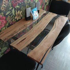 Вот и закончил я делать этот стол) осталось затонировать стекла в желаемый цвет. Тут уже будут эксперименты) ✍️  .  Дубовый стол-река ️ со вставками из стекла, покрыт маслом osmo с твердым воском .  #стол #столешница #река #мебель #лофт #дуб #стекло #обоиподхохламу #масллоosmo