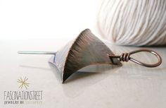 Fascinationstreet B-handmade: Spilla da scialle in rame lavorata con la tecnica del foldforming / Fold formed copper shawl pin