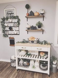 r on گياه خانه Fall Home Decor, Autumn Home, Diy Home Decor, Living Room Inspiration, Home Decor Inspiration, Decor Ideas, Diy Furniture Decor, Apartment Guide, Dining Room Colors