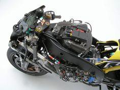 COMPLETE: Colin Edward's 2005 Yamaha M1 - Automotive Forums .com Car Chat