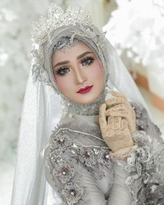 New Bridal Hijab Styles Design Ideas Hijabi Wedding, Muslimah Wedding Dress, Muslim Wedding Dresses, Hijab Bride, Muslim Brides, Muslim Girls, Muslim Women, Beautiful Hijab, Beautiful Bride