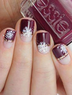 Essie Recessionista Winter Nails #essie #essieliebe #snowflakes #nailart