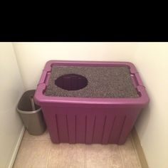 Cleanest cat litter box ever. Made it in 15 min for 10$ with a plastic storage bin and a dollar store carpet mat.