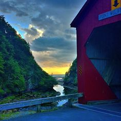 What's better than a gorgeous sunset? A sunset in Fundy National Park, of course. The Point Wolfe River Covered Bridge really is this picture-perfect. // Triptyque grandeur nature – au fil de la rivière Point Wolfe dans le parc national Fundy, au Nouveau-Brunswick.