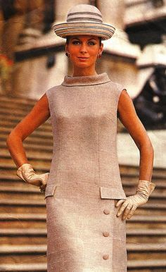 Retro Fashion Vintage Fashion by Sybil Connolly * Vogue Paris Original Patterns 1968 - Model is wearing a creation by Sybil Connolly. Sixties Fashion, Retro Fashion, Trendy Fashion, Vintage Fashion, Womens Fashion, Style Fashion, Retro Mode, Mode Vintage, Vintage Style