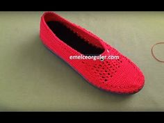 Domain Default page Crochet Boots, Crochet Slippers, Knitting Videos, Crochet Videos, Knitted Baby Clothes, Huaraches, Sock Shoes, Baby Knitting, Oxford Shoes
