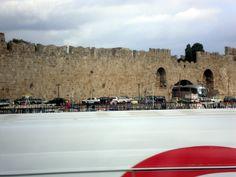 Rodes construída no ano de 209 a.C e conhecida como colosso de Rodes,uma das Sete Maravilhas do Mundo Antigo.