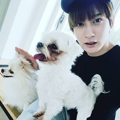 ¿Los perros siquiera saben que su propietario es ? # 블락 비 # 재효 Jaehyo Block B, Bbc, B Bomb, Vixx, Park, Kpop, Instagram Posts, Animals, Madness