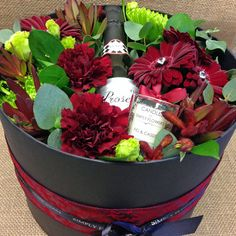 A luxury hat box filled with a gorgeous selection of red flowers and foliage and finished with pretty ribbon.  All hat box arrangements include a FREE mini bottle of Prosecco and a small glass candle.  Make your Valentine's gift extra special by adding one of our large luxury candles.  The Hat Box is available in 3 sizes.  Regular H20cm D24cm - Medium H21cm D26cm - Large H22cm D28cm  Image is of Medium Hat Box  Valentine's Day offer is valid for delivery or collection from 12th - 14th…
