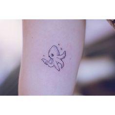 샤랄라 문어. . . .#여자타투이스트 #여성타투이스트 #타투 #타투서언 #서언타투 #라인타투 #디자인타투 #컬러타투 #문어타투 #팔타투 #타투이스트서언 #타투도안 #tattoo #tattoos #linetattoo #tattooseoeon #tattooistseoeon #seoeontattoo #designtattoo #koreatattooist #seoultattooist #artwork #colortattoo #octopustattoo