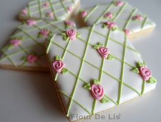 Lovely Floral Pattern Cookies, by Flour De Lis (food tips royal icing) Mother's Day Cookies, Fancy Cookies, Valentine Cookies, Iced Cookies, Cute Cookies, Easter Cookies, Cookies Et Biscuits, Cupcake Cookies, Sugar Cookies
