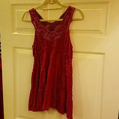 Free People Magenta & Silver Metallic Tunic, sz 6 Free People sleeveless magenta embroidered, mesh accented  tunic made of gauze featuring silver metallic thread and small ruffles. Unfinished hems at each tier and hemline for that boho, vintage feel add character and are not flaws. The hems and metallic thread can cause stray threads which is part of the design. Pretty details, comfy fit Size 6 Free People Tops Tunics