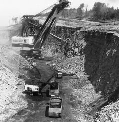 """""""Giant Shovel on Strip Mine Fight: 1973 Old Farm Equipment, Mining Equipment, Heavy Equipment, Surface Mining, Toyota Tacoma, Toyota 4runner, Old Gas Stations, Heavy Machinery, John Deere Tractors"""