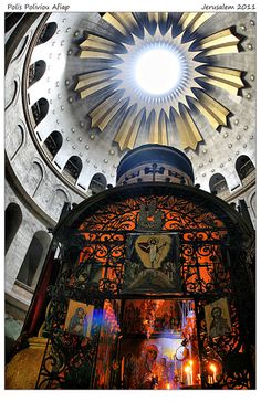 Looking up to the Coptic Chapel at the back of Rotunda and the Aedicule, inside the Holy Sepulchre, Jerusalem Israel. Tradition has it that Jesus' head rested here Gate Of Hades, Middle Eastern Art, Heavenly Places, Jerusalem Israel, Old Churches, My Church, Holy Land, God Jesus, Kirchen