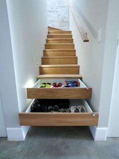 Ou des tiroirs à l'intérieur même des marches d'escalier ?