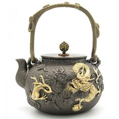Shop Japanese Cast Iron Golden Dragon Teapot Here. It Is Extremely Affordable And Highly Practical For Enjoying A Cup Of Aromatic Tea. Ceramic Teapots, Porcelain Ceramics, Tea Warmer, Japanese Tea Cups, Teapots Unique, Tea Culture, Fine Sand, Teapots And Cups, Japanese Ceramics