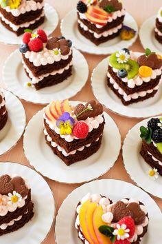 Baking Recipes, Cake Recipes, Dessert Recipes, Mini Cakes, Cupcake Cakes, Zebra Cupcakes, Kreative Desserts, Chocolate Ganache Filling, Heart Cakes