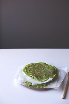 green spinach pancake/crepe recipe by Camera and Clementine