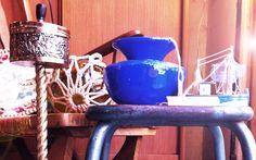 Cenicero metal, lámpara bola cristal con cabo, jarrón redondo azul y barco miniatura. Si ves algún objeto que te guste, no dudes en preguntarnos por él. Más Valnot y tienda online en www.valnot.es #vintage #valnot #reciclaje