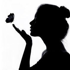silhouette of lady blowing on butterflies Silhouette Face, Silhouette Pictures, Couple Silhouette, Shadow Silhouette, Shadow Painting, Shadow Art, Cool Art Drawings, Art Drawings Sketches, Wm Logo